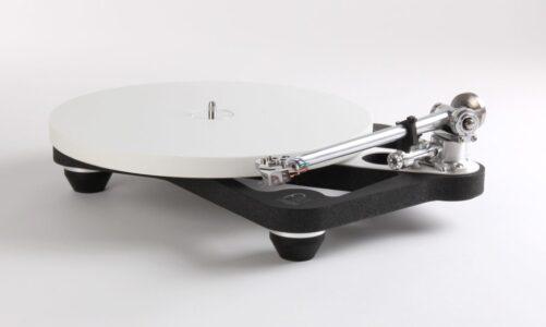 """Với flagship Planar 10 – Rega cam kết trích xuất tối đa """"tinh chất"""" âm nhạc từ đĩa nhựa"""